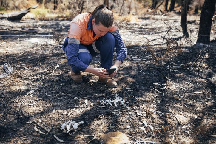 A private investigator at the scene of an arson investigation